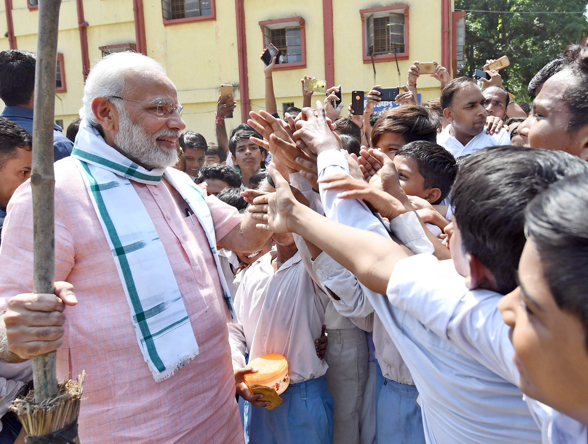 """Prime Minister Narendra Modi interacting with the students, on the occasion of the """"Swachhta Hi Seva"""" Abhiyan, in New Delhi on Saturday. (UNI)"""