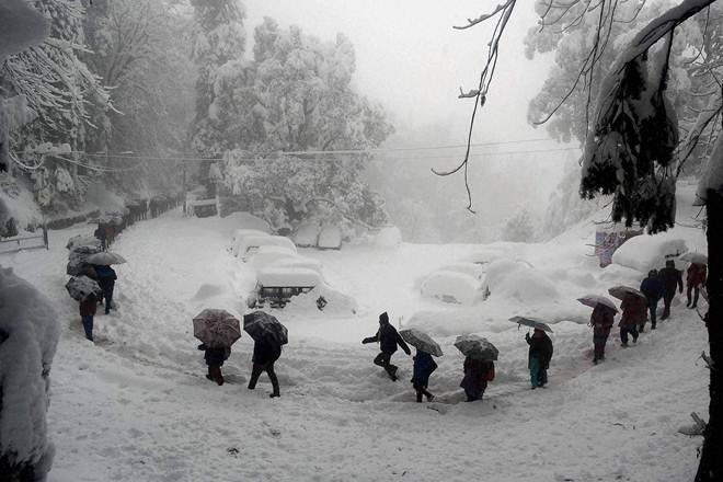 heavy rains lash himachal  snowfall in spiti