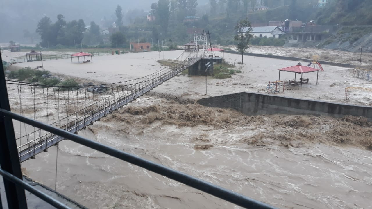 Flooded Sewa river wreaks havoc at Bani in Kathua district on Sunday. —Excelsior/Pardeep