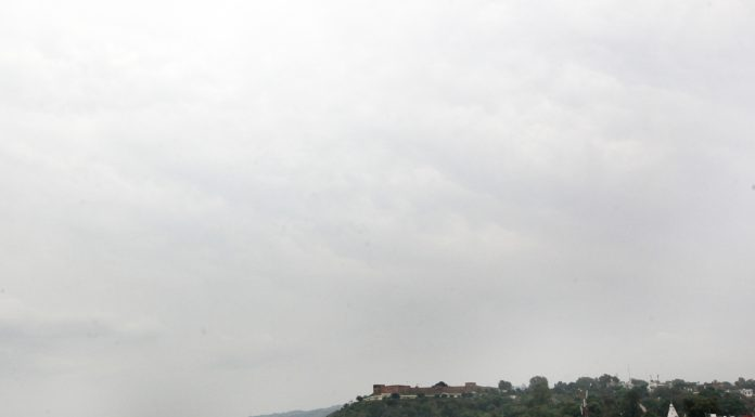 Cloudy morning in Jammu on Saturday. —Excelsior/Rakesh