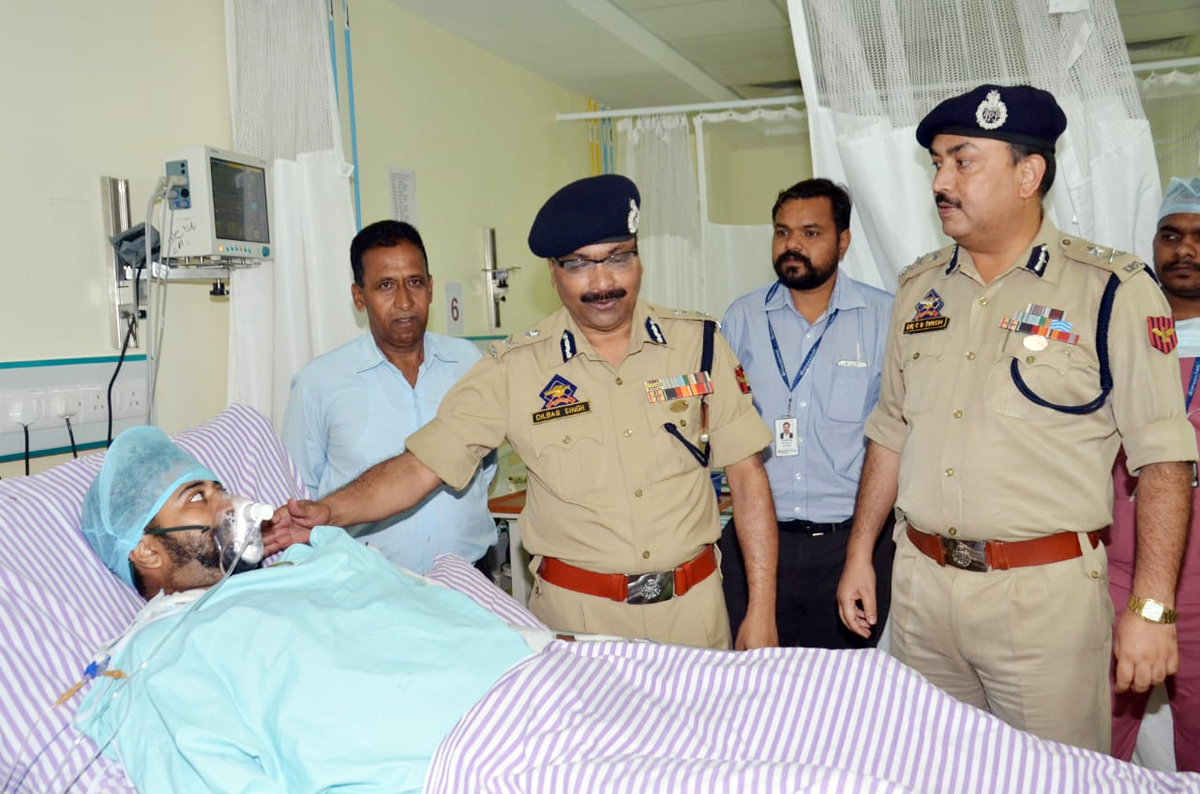 DGP Dilbag Singh inquiring condition of an injured security personnel at Narayana hospital in Kakryal, Katra on Sunday.
