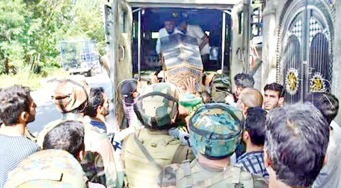 Body of TA jawan being taken for burial at village Shurat in Kulgam district on Monday. -Excelsior/Sajad Dar