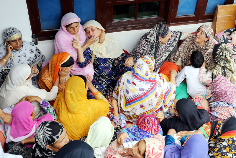 Relatives wail over the killing of Hurriyat Conference activist at Bomai, Sopore on Saturday. —Excelsior/Aabid Nabi