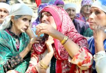Women wail over the killing of Mushtaq Ahmad at Bomai, Sopore on Monday. -Excelsior/Aabid Nabi