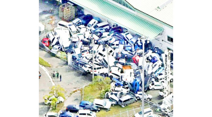 Vehicles damaged by Typhoon Jebi are seen in Kobe, Western Japan. (UNI)