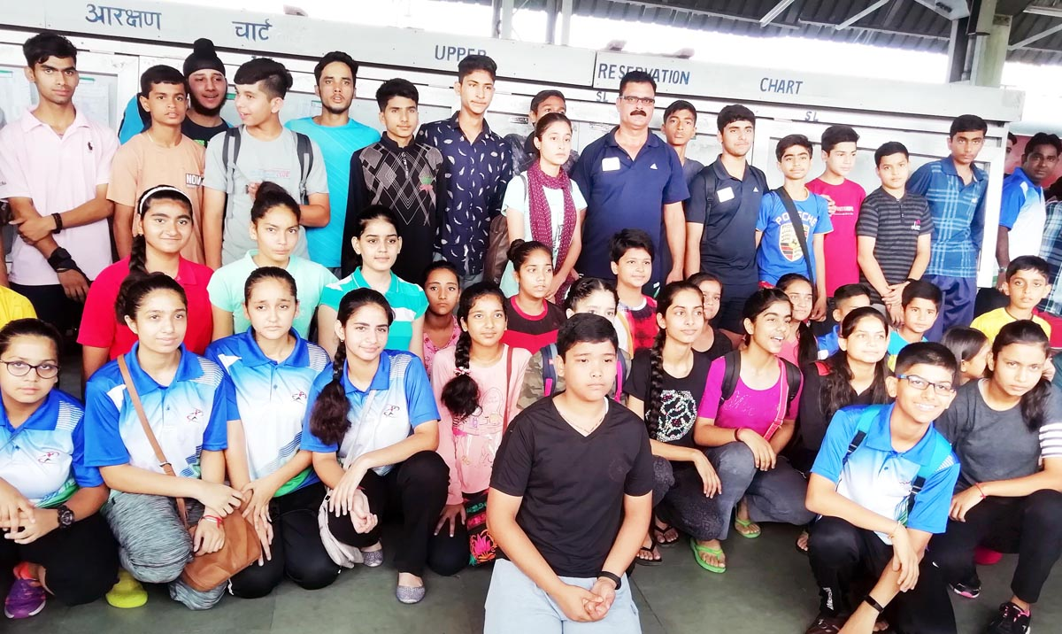 State Fencing team posing for a group photograph before leaving for Cuttack in Odisha.