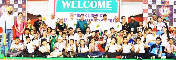 Medal winners of Speedball Championship posing along with dignitaries.