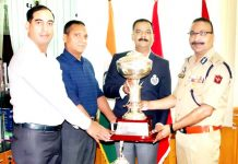 DGP Dilbag Singh honouring players of JKP team for emerging champions in All India Police Golf Tournament.