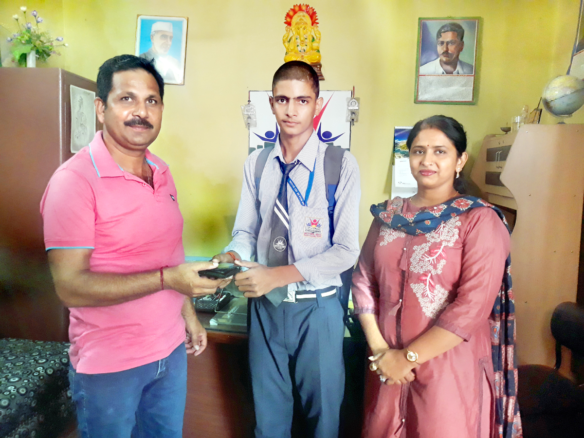 Gourav Singh returning a lost wallet to its owner in R.S Pura on Wednesday.