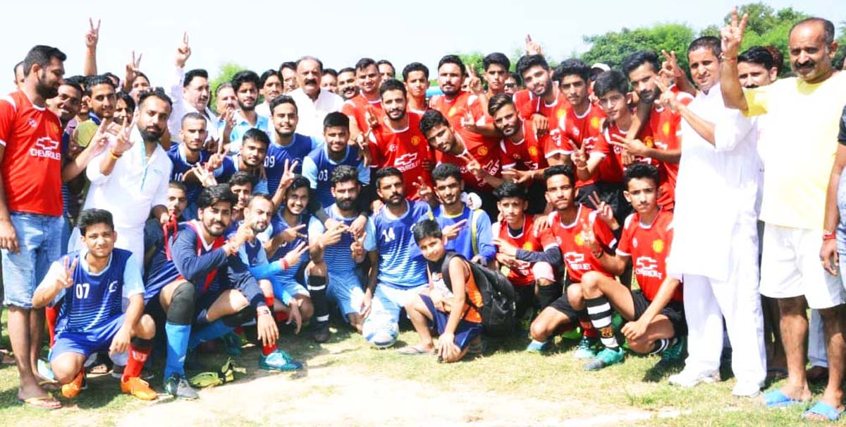 Young footballers posing along with former Minister Surjeet Singh Slathia during inaugural ceremony of Football Tournament at Vijaypur in Samba.