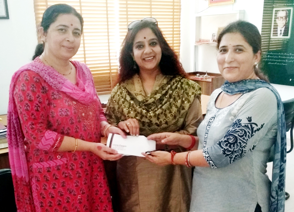 A cheque being presented by Little Flower School to HelpAge India.
