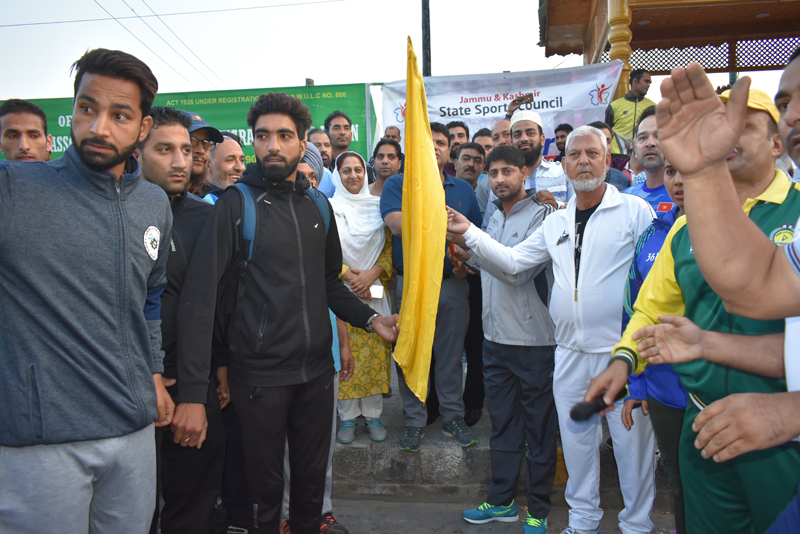 Secretary YSS flags off Kashmir Cross Country Run in Srinagar.