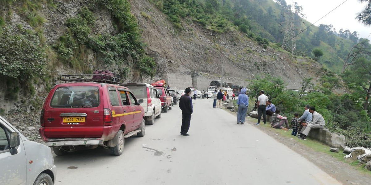 Traffic jam on Jammu-Srinagar National Highway between Ramban and Banihal on Sunday. -Excelsior/Shubam Anthal