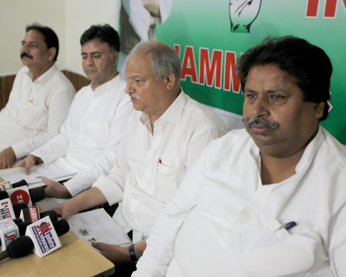 Congress Co-incharge J&K Affairs Shakeel Ahmad addressing a press conference at Jammu on Sunday.