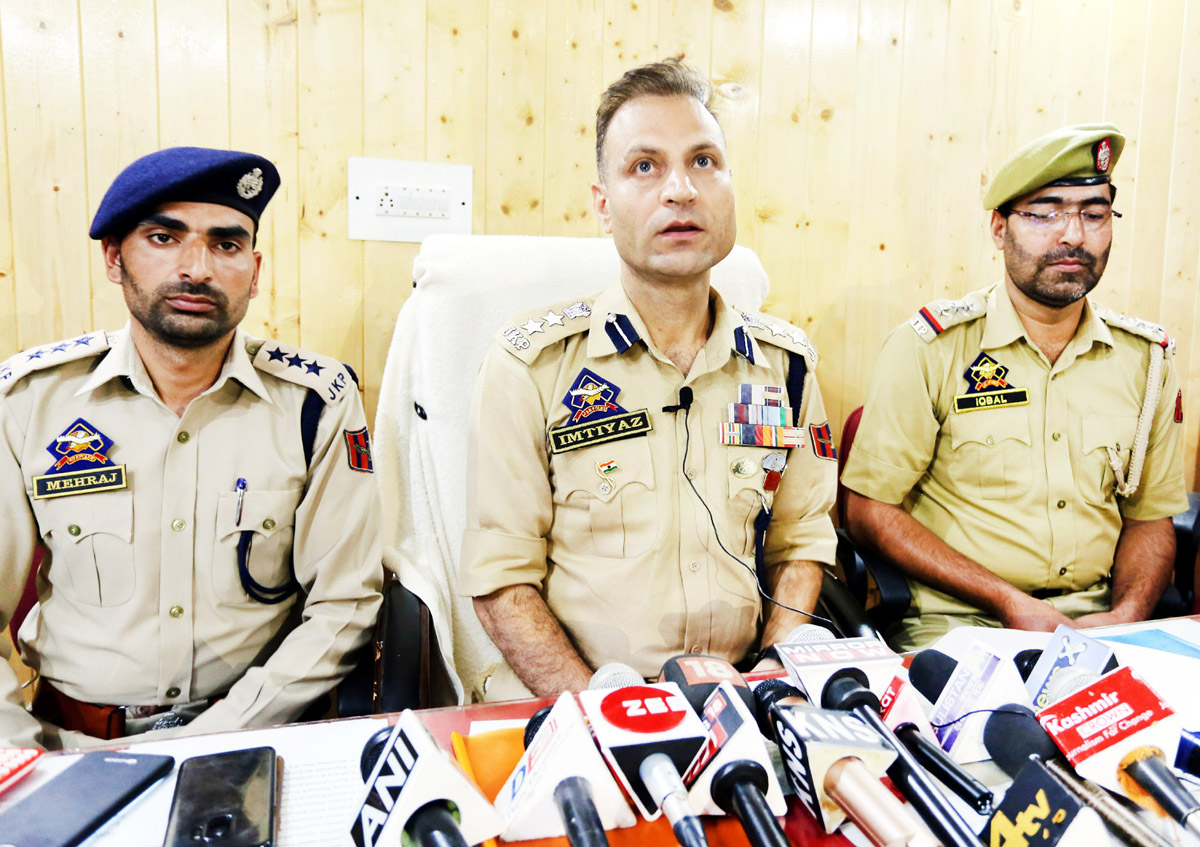 SSP Baramulla addressing press conference at Boniyar Police Station. -Excelsior/ Aabid Nabi