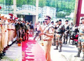 DGP Dilbagh Singh interacting with jawans at DPL Handwara on Monday.