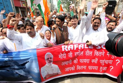 Congress leaders and activists staging protest march in Jammu on Wednesday. -Excelsior/Rakesh