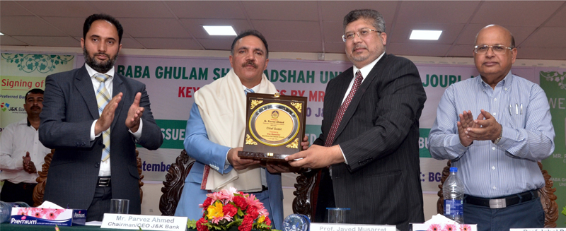 Vice Chancellor BGSBU Prof Javed Musarrat presenting memento to Parvez Ahmed, J&K Bank Chairman and CEO during interactive session.