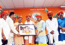 BJP leaders presenting wall hanging of Shri Mata Vaishno Devi to MP Vinod Sonkar during meeting at Jammu on Wednesday.