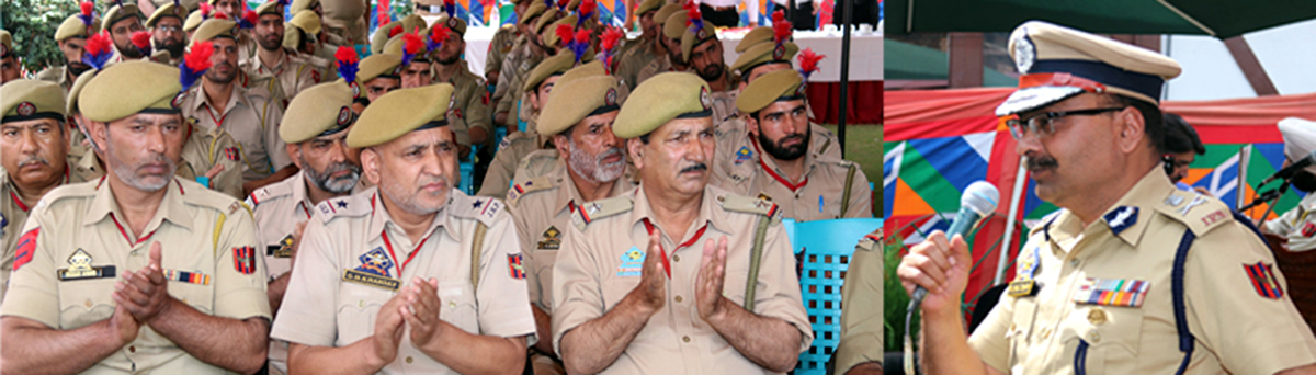 DGP Dilbagh Singh interacting with police personnel at DPL Srinagar.