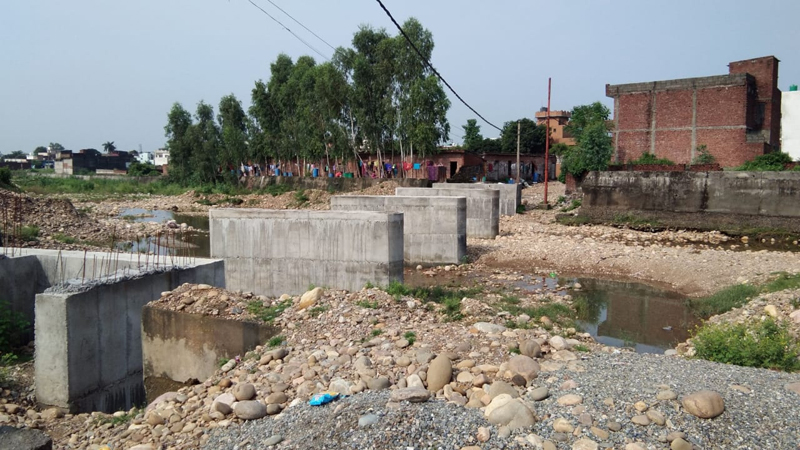 Kathua Khad bridge on which work has been abandoned by R&B Department. —Excelsior/Madan