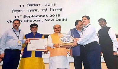 PWD Secretary Khurshid Shah receiving award from Union Minister on Tuesday.