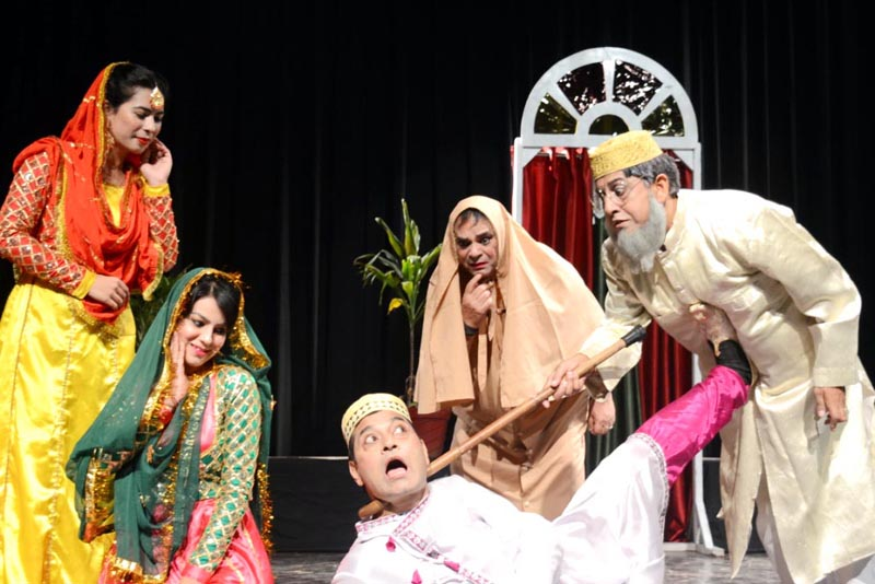 Artists presenting comedy play 'Kanjoos' in 5th Natrang Theatre Festival, which opened on Friday.
