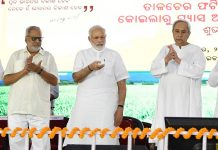 Prime Minister, Narendra Modi laying the foundation stone of the Talcher Fertilizer Plant, in Odisha on Saturday.