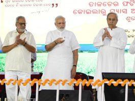 Prime Minister, Narendra Modi laying the foundation stone of the Talcher Fertilizer Plant, in Odisha on Saturday.