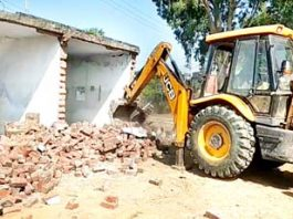 A JCB machine removing illegal structure near ancient pond in Kalibari in Kathua district. -Excelsior/Pardeep Sharma