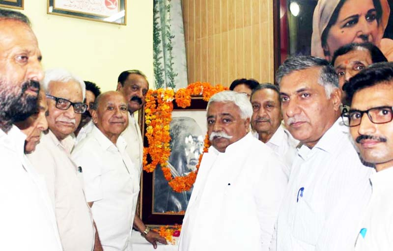NC leaders paying tributes to Sheikh Abdullah at Sher-e-Kashmir Bhawan Jammu on Saturday.