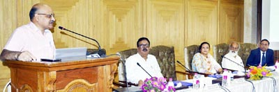 Chief Secretary, BVR Subrahmanyam addressing seminar at Srinagar on Wednesday.
