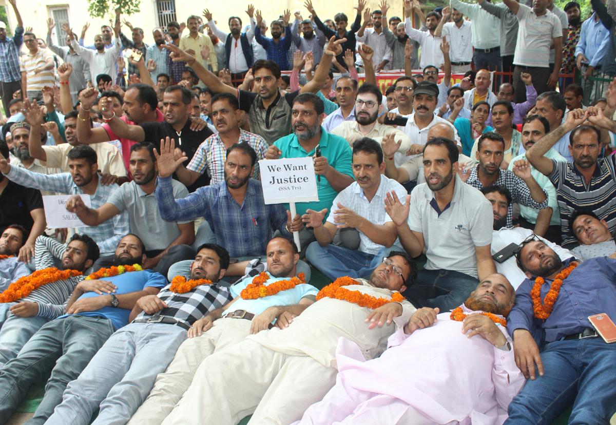 Teachers observing chain hunger strike at Jammu on Sunday. — Excelsior/Rakesh