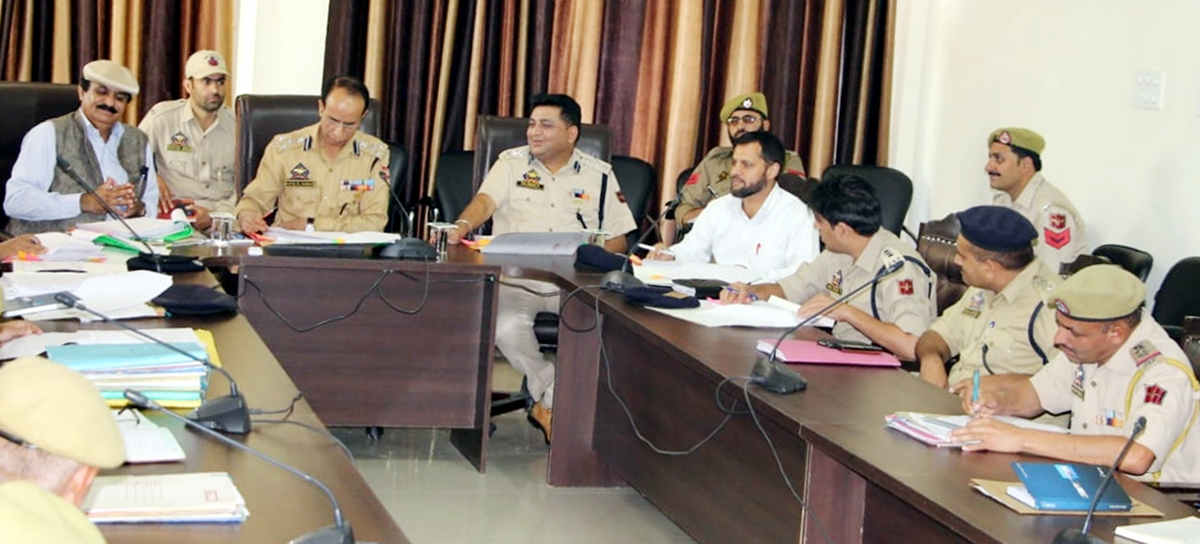 DIG DKR Rafiq-Ul-Hassan holding crime review meeting of Police Sub-Division of Kishtwar.