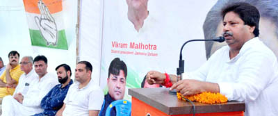 Senior Cong leader Raman Bhalla addressing public meeting in Gandhi Nagar area of Jammu.