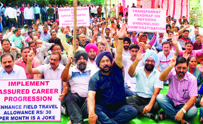 Power employees and engineers staging protest dharna in Jammu on Monday. — Excelsior/ Rakesh