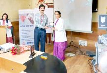 Dr Rekha Harish, Professor & Head, Department of Pediatrics at SMGS Hospital, Jammu presenting a memento to a doctor during a workshop in GMC Jammu.