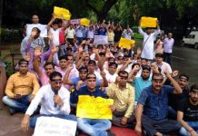 Teachers from J&K protesting at Jantar Mantar in New Delhi on Monday.