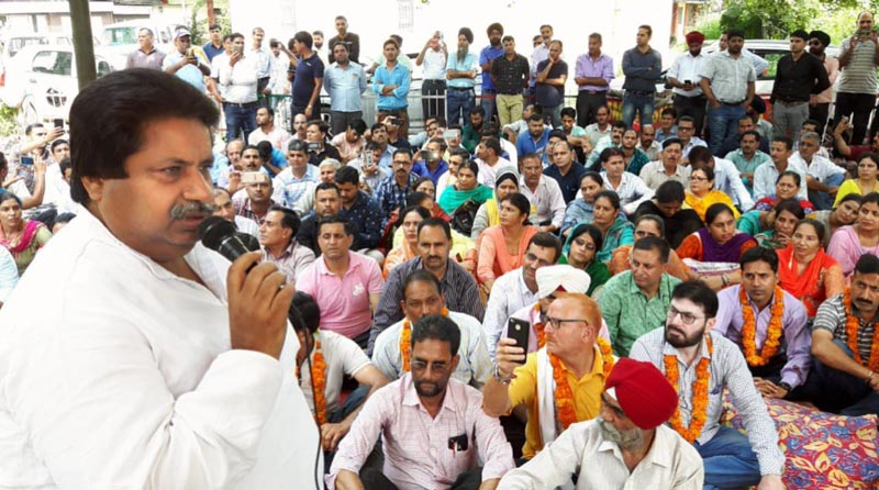 Senior Congress leader Raman Bhalla addressing protesting teachers near Press Club Jammu on Thursday.