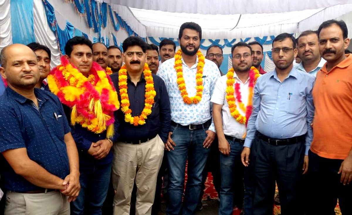 Newly elected district unit office bearers of Patwar Association with provincial president.