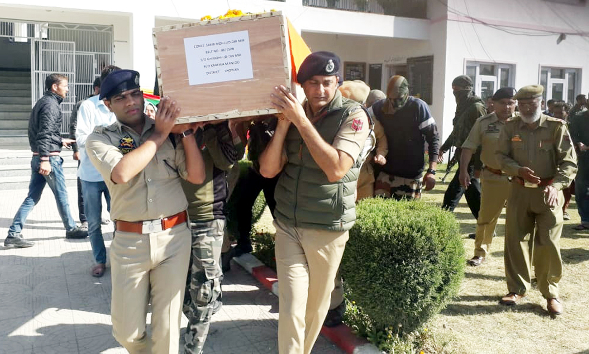 Police officers carry coffing of constable Saqib Mir at District Police Lines (DPL) Shopian on Sunday.