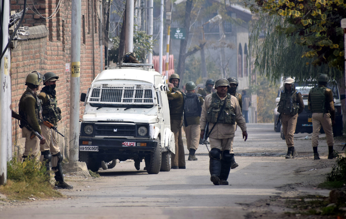 Para-military personnel guard the area during NIA team's raid at Lal Bazar in Srinagar on Tuesday. -Excelsior/Shakeel