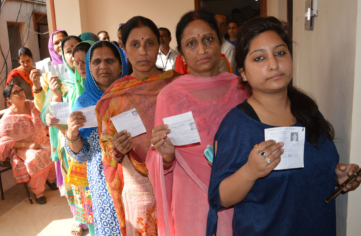 A long queue of women voters at a polling centre in Udhampur. —Excelsior/K Kumar