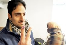 Junaid Mattoo after casting vote in Srinagar on Saturday. —Excelsior/Shakeel