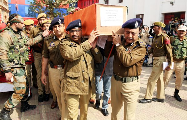 DGP Dilbag Singh and other police officers carry coffin of police jawan killed in Fateh Kadal, Srinagar encounter on Wednesday. —Excelsior/Shakeel