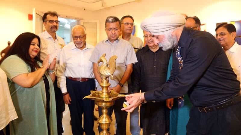Dignitaries inaugurating the Art Exhibition at New Delhi.