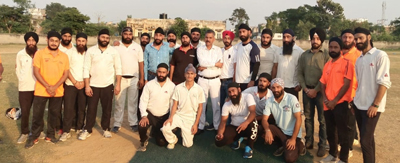 Players of participating teams and dignitaries posing for group photograph.