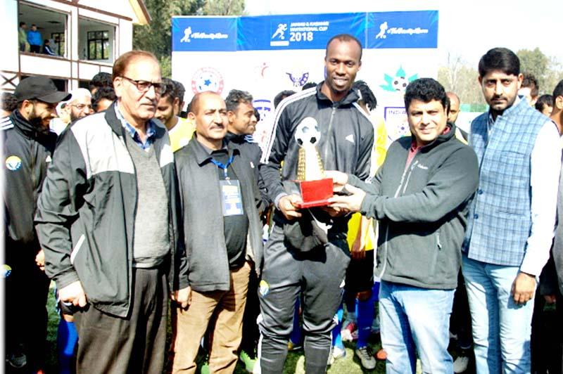 Secretary YS & Sports Sarmad Hafeez presenting trophy to winner in Srinagar.