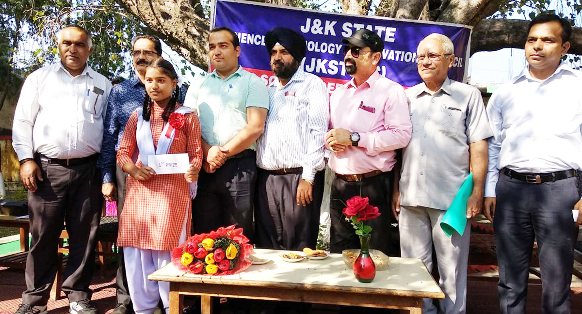 Winner of inter-school debate competition posing along with dignitaries.