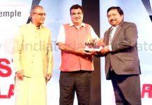 Dheeraj Gupta, CEO Shrine Board receiving 'Cleanest Religious Place' Award given to Shri Mata Vaishno Devi Shrine from Union Minister.